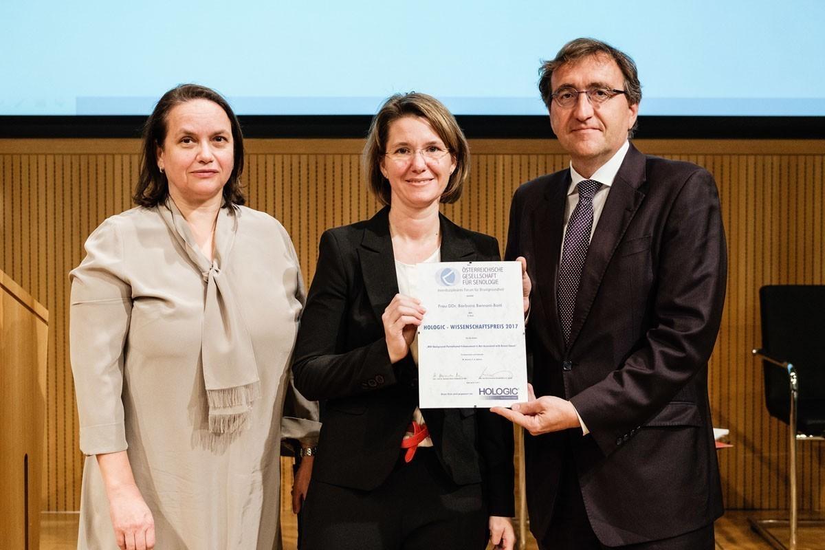 Strahlende Gewinnerin: Barbara Bennani-Baiti (Mitte).