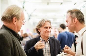 Das Wiener Neustädter Team Werner Kwasny (links) und Stefan Halper (rechts) in angeregter Diskussion mit Georg Kyriazopoulos von Teva-Ratiopharm.