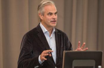 Christian Singer stellt die neue Studie ABCSG 50 vor, die ebenfalls mit Denosumab arbeitet.