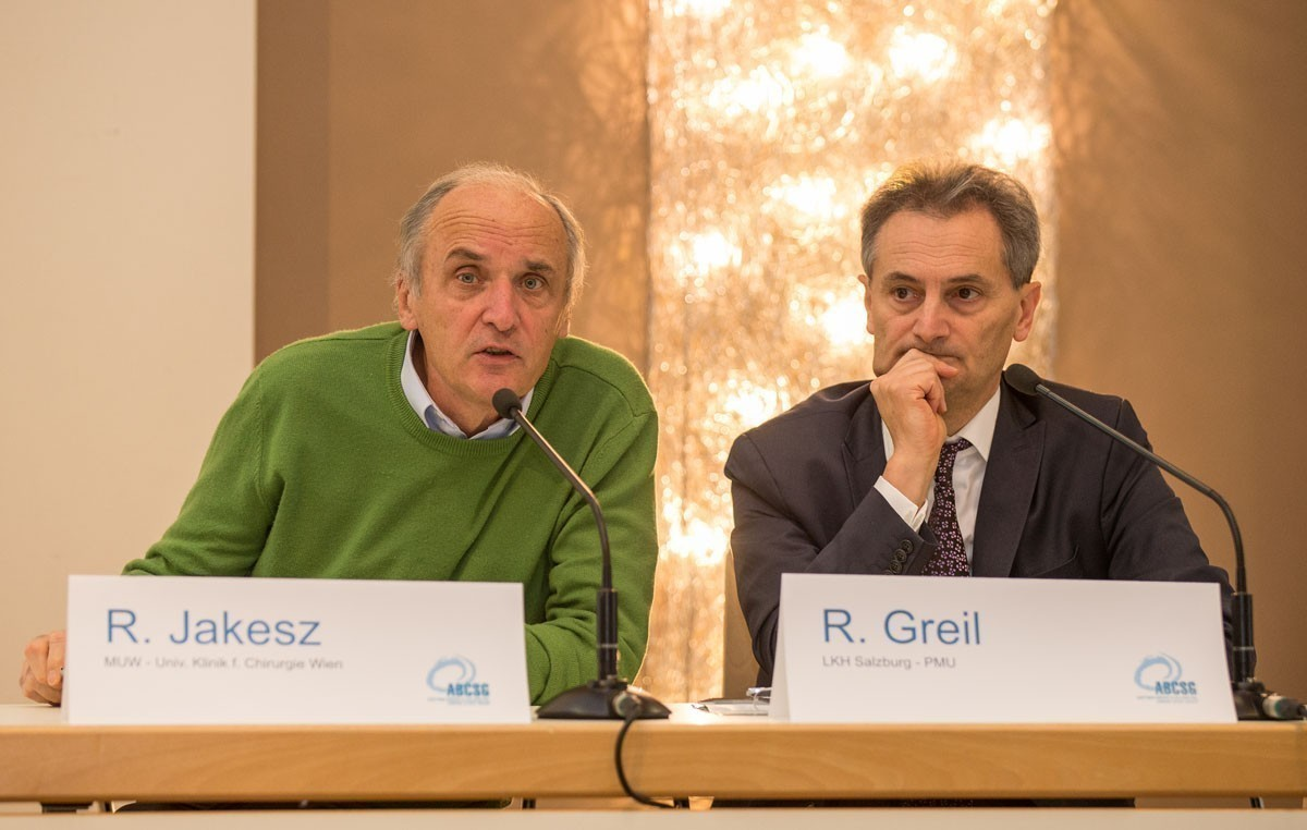 ABCSG-Gründungspräsident Raimund Jakesz und ABCSG-Präsidiumsmitglied Richard Greil eröffnen als Vorsitzende den ersten Vortrags-Block.