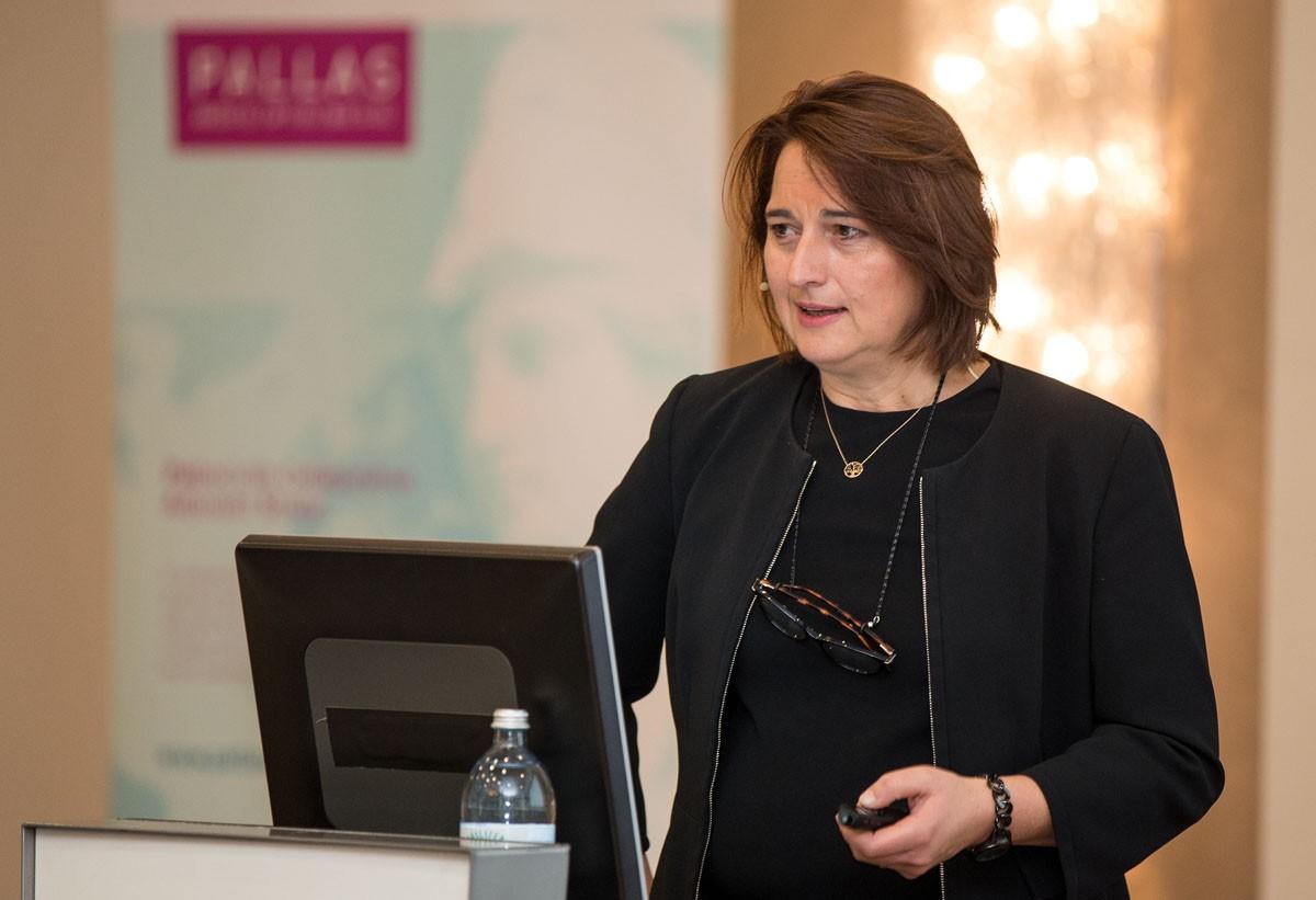Vesna Bjelic-Radisic aus Graz legt dem Publikum die Erhebung zur Lebensqualität ans Herz: ABCSG 22R - Quality of Life, und präsentiert die kürzlich gestartete ABCSG 48/POSITIVE für junge Patientinnen mit Kinderwunsch.