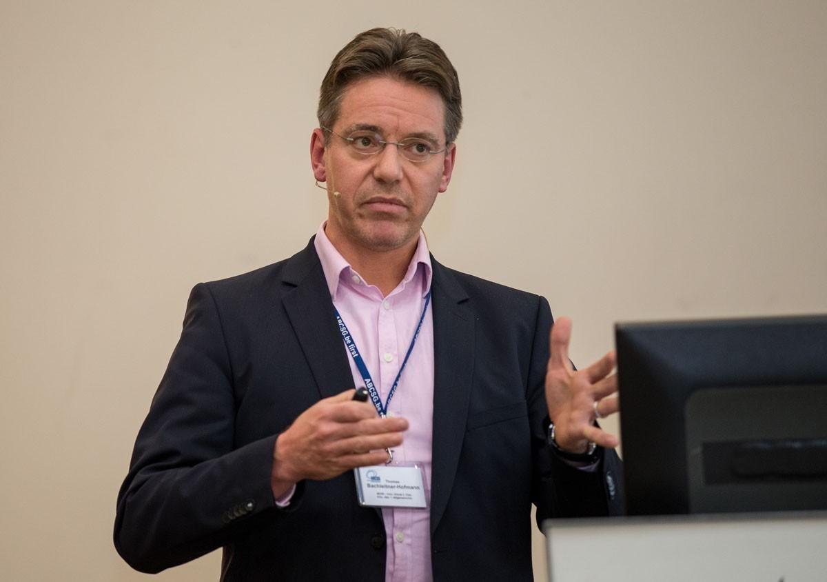 Thomas Bachleitner-Hofmann stellt die ASAMET-Studie ABCSG C09 vor.