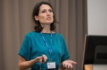 Paola Martinelli brachte Internationalität nach Saalfelden und spricht über translationale Forschungsansätze in P02.