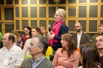 Für Fragen aus dem Publikum war unmittelbar nach den Vorträgen Zeit: Melitta Kitzwögerer.