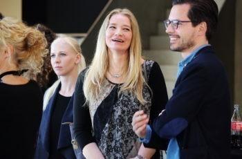 Beste Stimmung beim Empfang: Brigitte Müller von der Sponsorfirma Roche und Christoph Suppan (rechts).