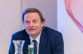 Nach Krankmeldung von Farid Moinfar alleine als Vorsitz: Andreas Petzer.