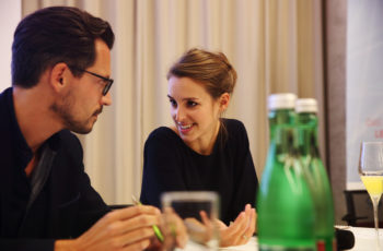 Elisabeth Bergen klärt letzte Details mit Christoph Suppan ..