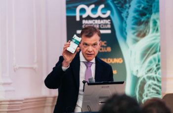 Martin Schindl, Leiter der ABCSG Task Force Pankreas, begrüßte das Publikum und stellte die App medwhizz vor, mit der man beim interaktiven Voting mitmachen konnte.