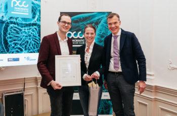 Als kleiner Saalfelden-Nachtrag wurde Gerd Jomrich (links) noch die Anerkennungsurkunde des ABCSG-Forschungsgrants überreicht. Elisabeth Gruber und Martin Schindl ergänzten das Team.