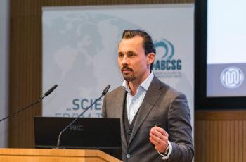 Florian Fitzal erläuterte die neuen Methoden in der Mammachirurgie.