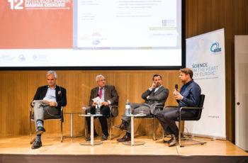 Was bietet man einer Patientin an, die keine intravenöse Chemotherapie bzw. Alopezie möchte? Das Panel hat keinen Paradevorschlag: Christian Singer, Günther Steger, Florian Fitzal und Georg Pfeiler (v.l.n.r.).