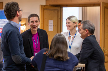 .. und um Gespräche mit den KollegInnen zu führen: Simon Gampenrieder, Sigrun Greil-Ressler, ABCSG-Vizepräsident Richard Greil (v.l.n.r., von hinten Gabriel Rinnterthaler und Brigitte Mlineritsch).