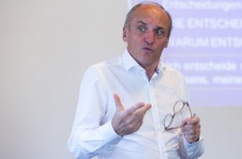 """ABCSG-Vizepräsident Raimund Jakesz stellte in seinem Workshop die Frage """"Was ist Resilienz?"""""""