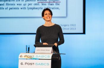 Kathrin Strasser-Weippl hat gut lachen: Ihr Vortrag hat dem Publikum besonders gut gefallen.