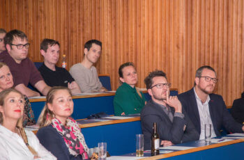 Die Anwesenden waren sehr konzentriert bei der Sache.