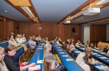 150 Plätze bietet der Hörsaal II an der Uni-Klinik, ein Drittel davon war besetzt.