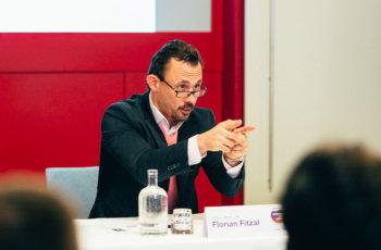Chairman Florian Fitzal erteilt das Wort an die GruppensprecherInnen.