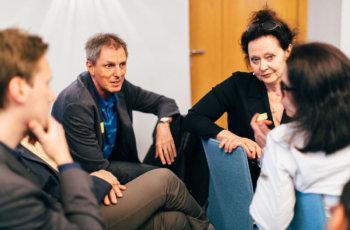 In den Kleingruppen wurde intensiv gearbeitet: hier Alexander Fortelny und Silvia Artner in der Gruppe Gelb.