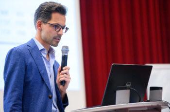 Christoph Suppan startete mit einem Überblick über aktuelle Therapiestrategien beim Mammakarzinom ..