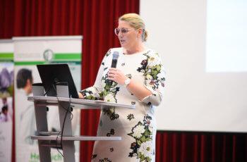 Vorsitzende und Vortragende in Personalunion: Gunda Pristauz-Telsnigg bei ihrer Fallpräsentation.