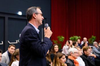 Das Publikum war auch sehr diskussionsfreudig, hier: Peter Regitnig.