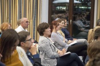 Es folgten Fragen und Kommentare vom Plenum..
