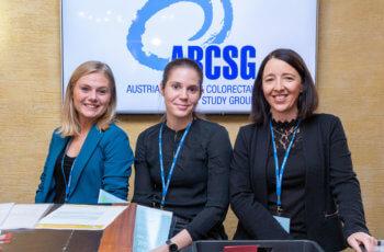 Gut gelaunte Mitarbeiterinnen der ABCSG bei der Registrierung.
