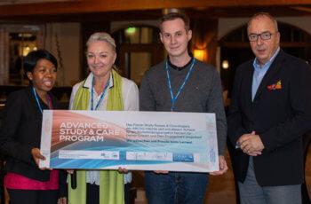 Natalija Frank und Michael Gnant mit den Preisträgern des Fortbildungschecks Johannes Eder und Maire-Claire Ibyishaka.