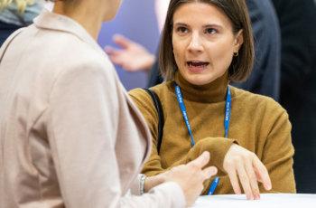 ABCSG-Monitore im Gespräch: Martina Birnstingl und Klara Nedomansky.