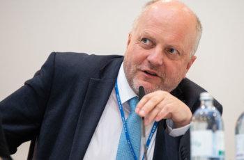 Fragen vom Präsidium: Dietmar Öfner-Velano.